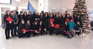 """Carinola/Lago Patria – La NATO apre le porte a """"Carinola InCanto"""", il coro dell'Associazione accompagna la tradizionale accensione dell'Albero di Natale"""
