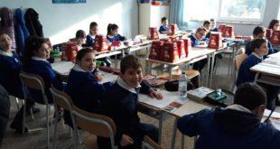 PIETRAVAIRANO – Natale, l'amministrazione Zarone dona panettoni a tutti gli alunni