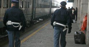MADDALONI – Aggredisce il capotreno alla stazione, 19enne bloccato dalla Polizia