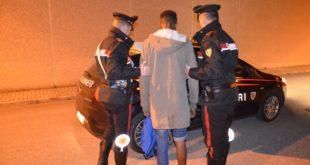 SANTA MARIA CAPUA VETERE – Nascondeva droga nel borsellino, arrestato spacciatore  47enne