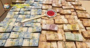 Napoli – Spaccio di droga, sequestrati 400mila euro in contanti e 17 kg di cocaina