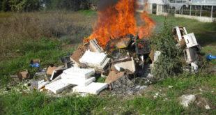 Alife – Bruciano rifiuti tossici e pericolosi, arrestati: una 30enne e un 18enne