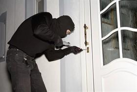 ladro-entra-in-casa