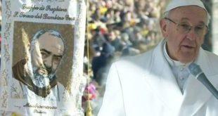 PIETRELCINA – Conclusa la visita pastorale di Papa Francesco, folla immensa ad acclamarlo