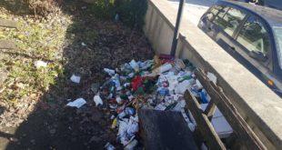 VAIRANO PATENORA – Via Madonna del Carmine mortificata da un cumulo di rifiuti, scatta la protesta