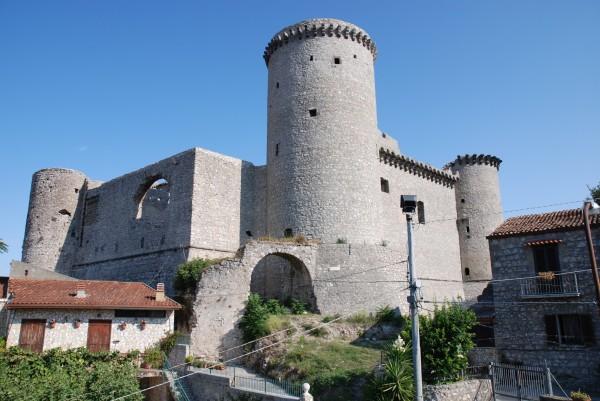 Riardo – Castello e borgo antico, imponente bellezza (il video)