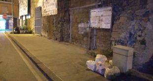 """Teano – Rifiuti, il mercato """"raddoppia"""" il conferimento dell'indifferenziato (le foto)"""