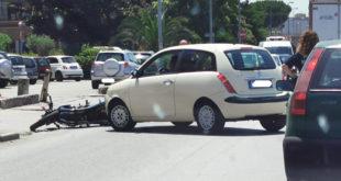 Santa Maria Capua Vetere – Scontro lungo via Galatina, ferito motociclista