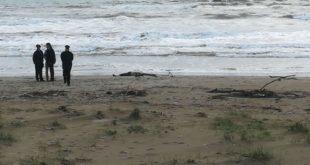 Mondragone – Macabro ritrovamento in spiaggia: rinvenuto il corpo senza vita di una donna
