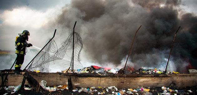 Caserta – Bruciava e seppelliva rifiuti vegetali, sequestrata Happy Garden: titolare denunciato